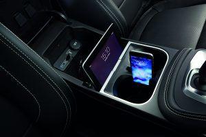 Jaguar E-Pace phone storage