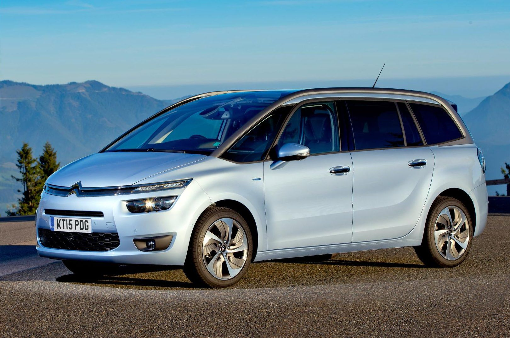 Silver medium sized MPV Citroen C4 Picasso