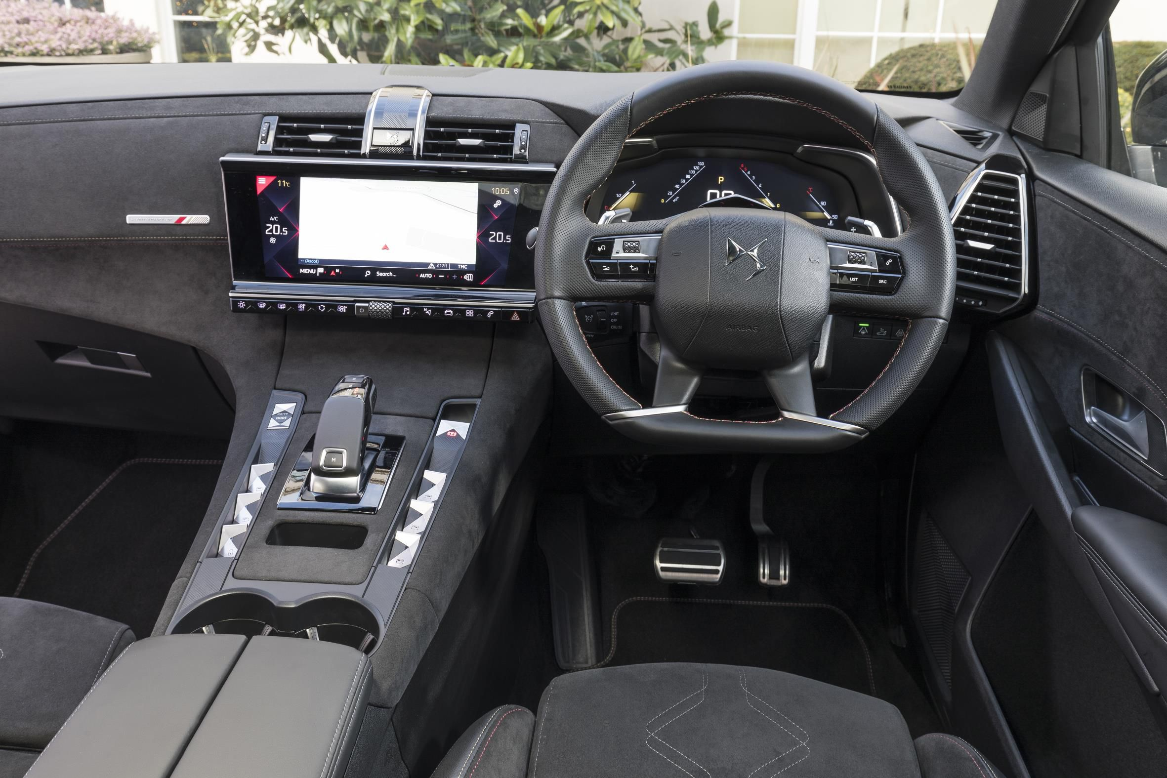 Leather interior of the new DS 7 Crossback